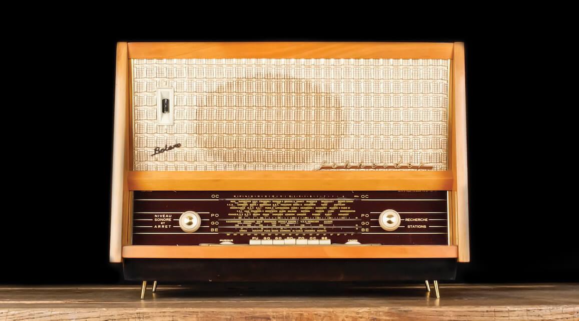 A.bsolument vintage radio