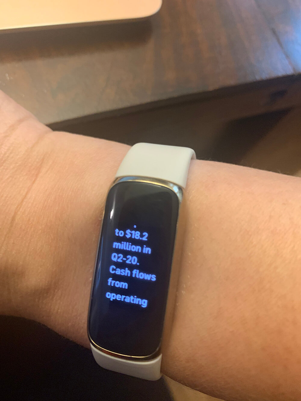 Fitbit Luxe e-mail on screen