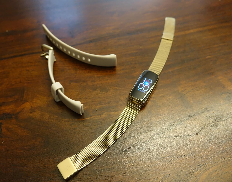 Fitbit Luxe gold bracelet