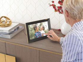 Nixplay smart photo frame touchscreen